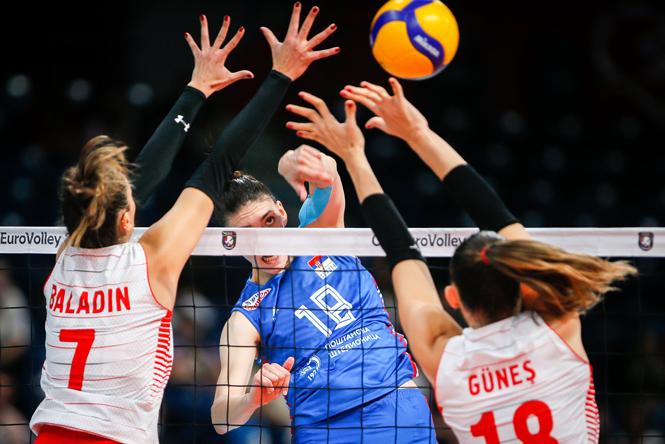 Lập siêu kỷ lục, Boskovic đưa bóng chuyền nữ Serbia vào chung kết