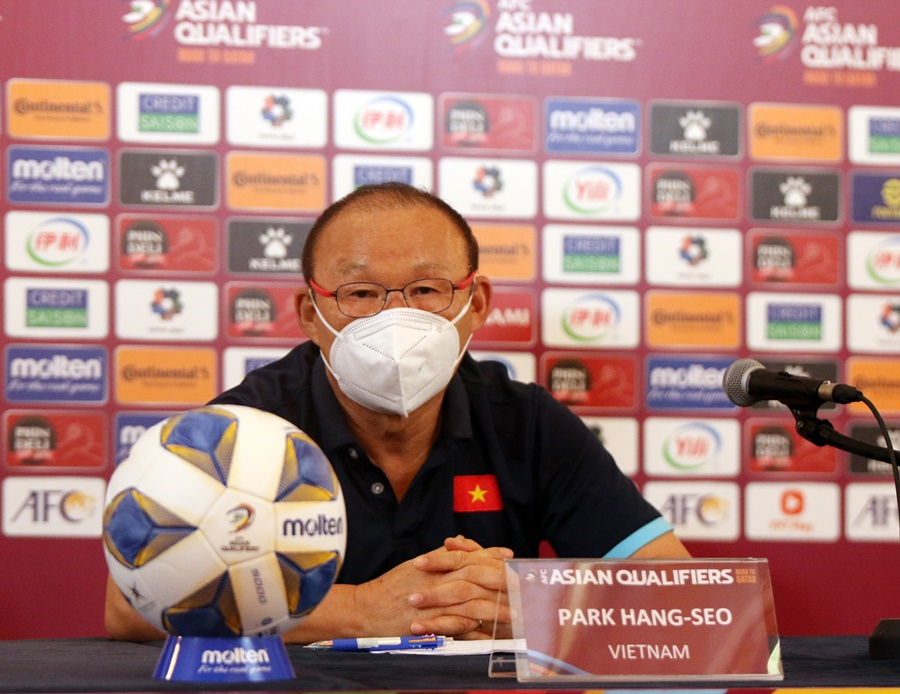 HLV Park Hang Seo nói về tình huống bóng chạm tay Australia: VAR đã đúng