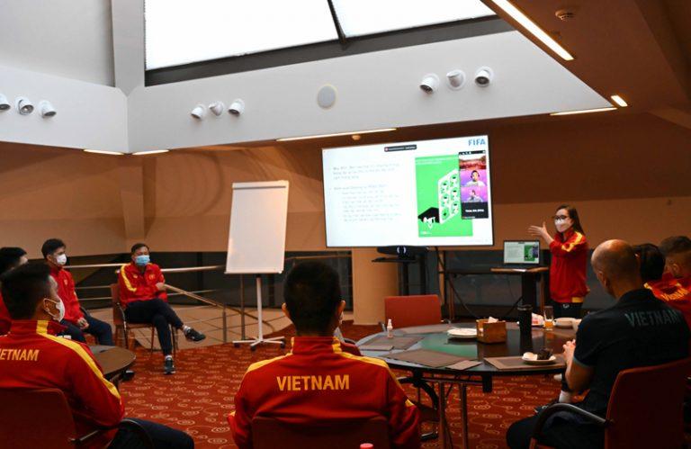 Futsal World Cup 2021: Việt Nam làm quen nguyên tắc VS, khác VAR như thế nào?