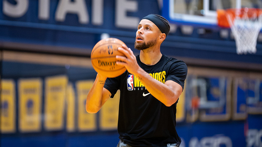 Stephen Curry đã ảnh hưởng tốt và xấu đến bóng rổ như thế nào?
