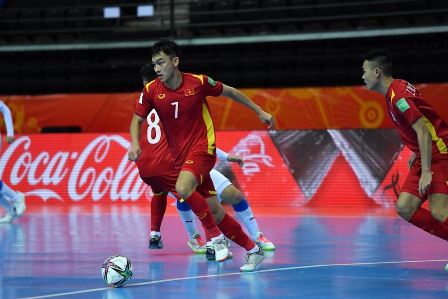 Tuyển Việt Nam lách cửa hẹp vượt qua vòng bảng futsal World Cup 2021