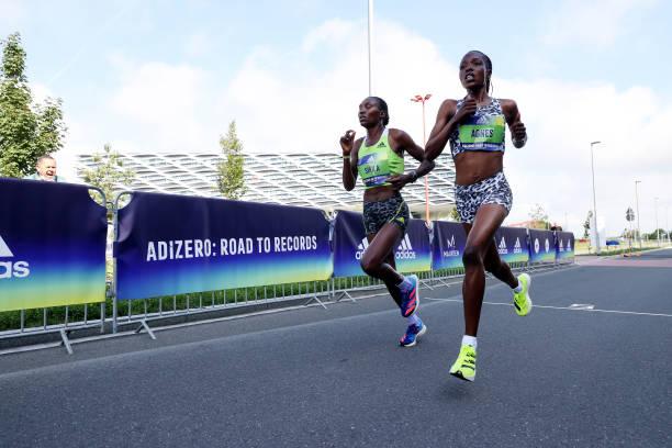 Kỷ lục thế giới chạy 5km và 10km nữ bị phá trong một ngày