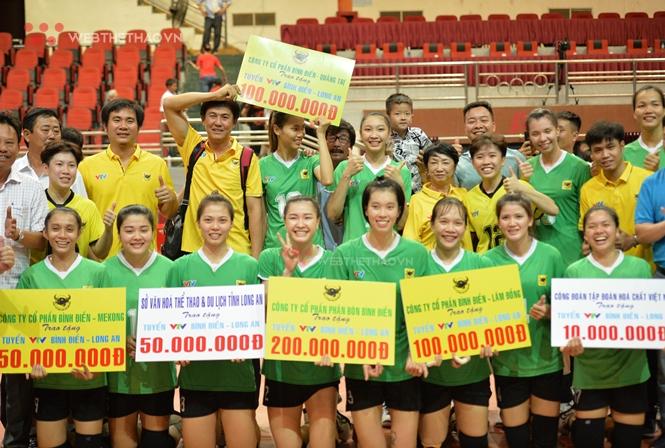 VTV Bình Điền Long An nhận số tiền thưởng nóng kỷ lục trước khi nhận Cúp