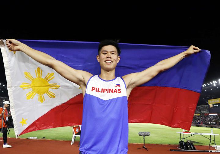 """""""Báu vật điền kinh Philippines"""" mất cơ hội cầm cờ lễ khai mạc Olympic 2021"""