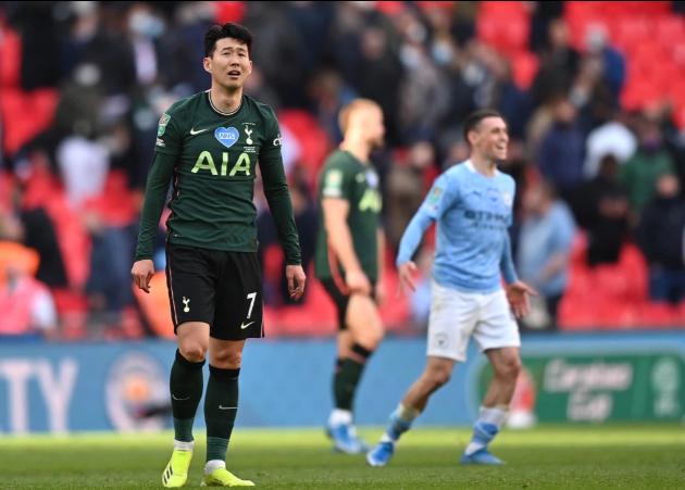 Son Heung-min bật khóc sau khi Tottenham thua trận chung kết khác