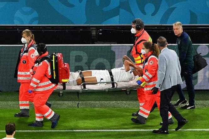 Italia ăn mừng không trọn vẹn với tin tồi tệ về Spinazzola