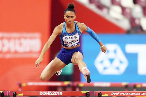 Người phụ nữ đầu tiên trên thế giới chạy 400m rào dưới 52 giây