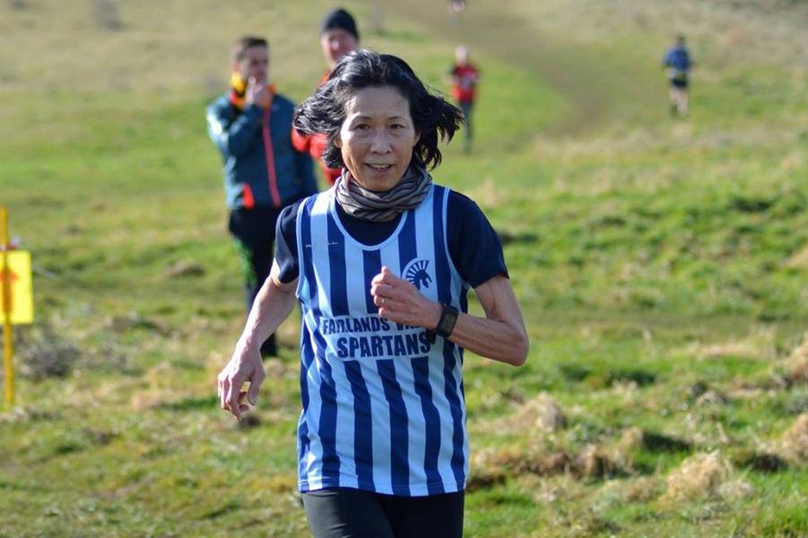 """""""Bà cụ sung"""" 70 tuổi lập kỷ lục chạy marathon 3 giờ 25 phút"""