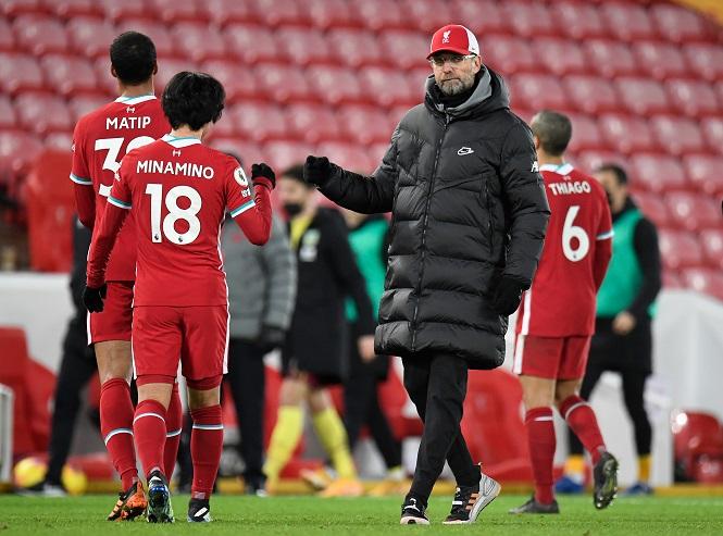 "Liverpool bị ""troll"" sau khi kém kỷ lục bất bại của Chelsea"
