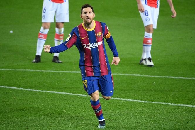 Messi san bằng kỷ lục của Xavi trong ngày tỏa sáng với Barca