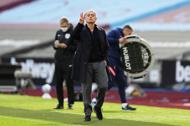 Mourinho vẫn mạnh mồm dù Tottenham thua liểng xiểng
