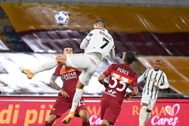 Ronaldo đạt cột mốc bàn thắng lịch sử với cú đúp cứu Juventus