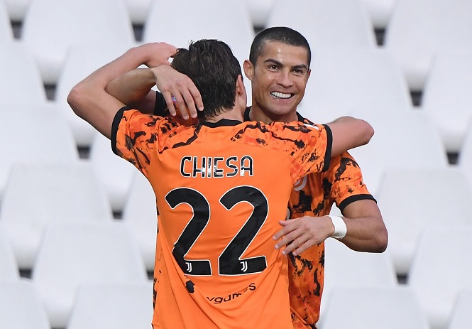 """Ronaldo ghi bàn """"nhanh như chớp"""" cho Juventus sau khi vào sân"""