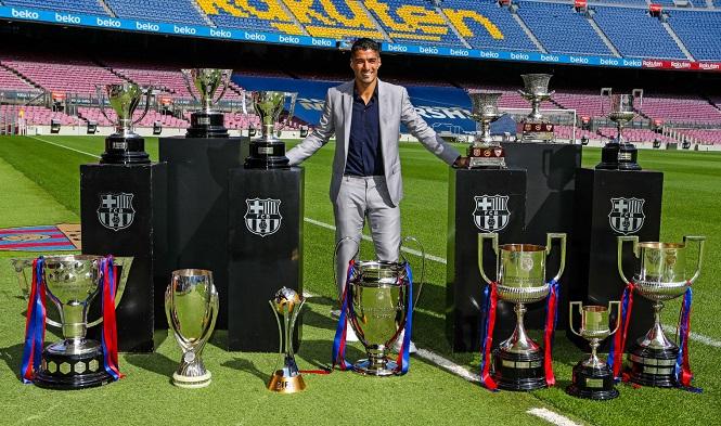 Vợ chồng Messi gây xúc động khi chia tay bạn thân Luis Suarez