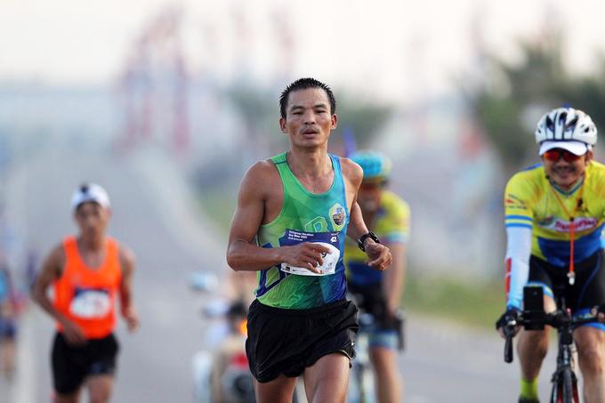 """""""Dị nhân marathon"""" Lê Văn Tuấn và cuộc soán ngôi trước các tài năng trẻ"""
