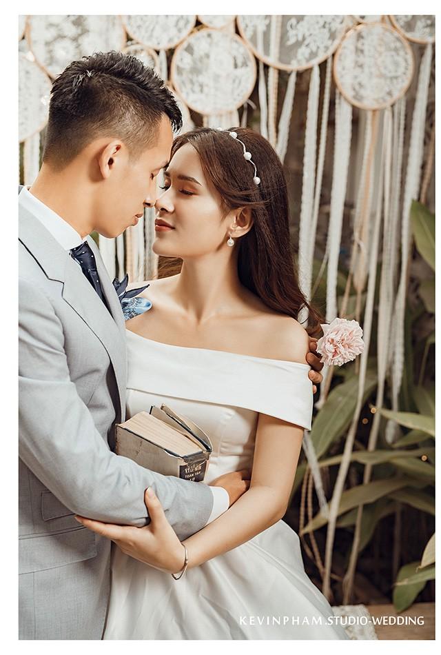 Ngắm bộ ảnh cưới đầy lãng mạn của vợ chồng Hùng Dũng