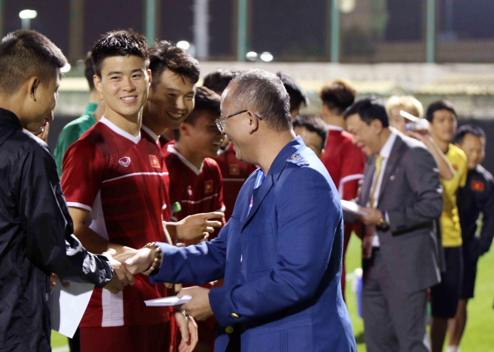 """Tuyển VN đón vị khách """"đặc biệt"""" đến chúc may trước thềm Asian Cup 2019"""