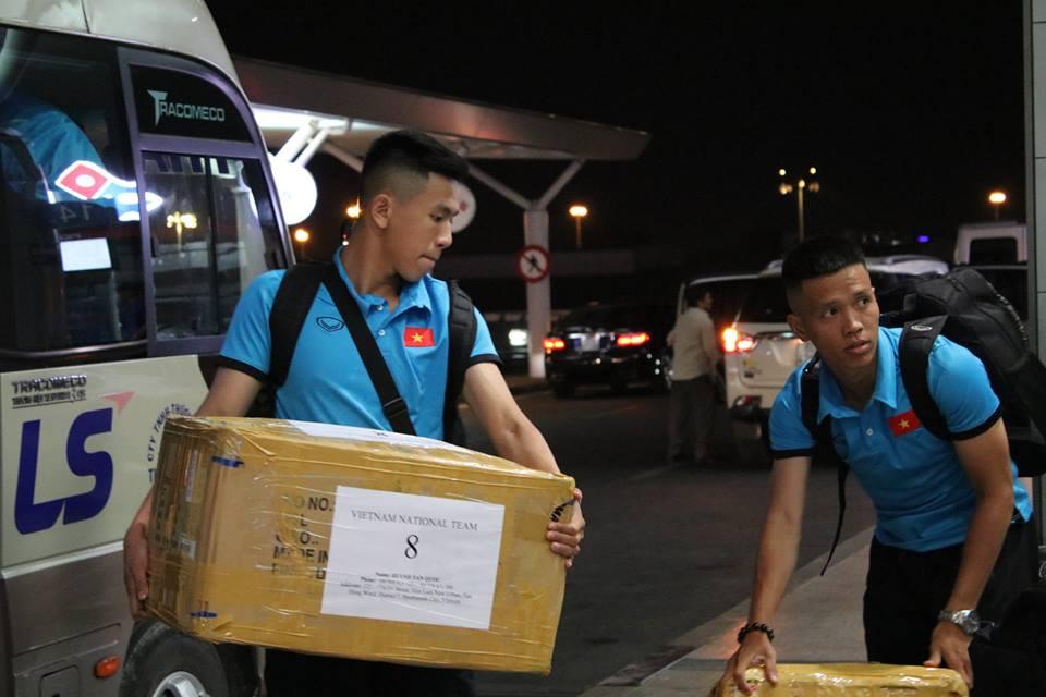 Chùm ảnh futsal Việt Nam trước khi lên máy bay đi tập huấn lấy vé dự World Cup 2020