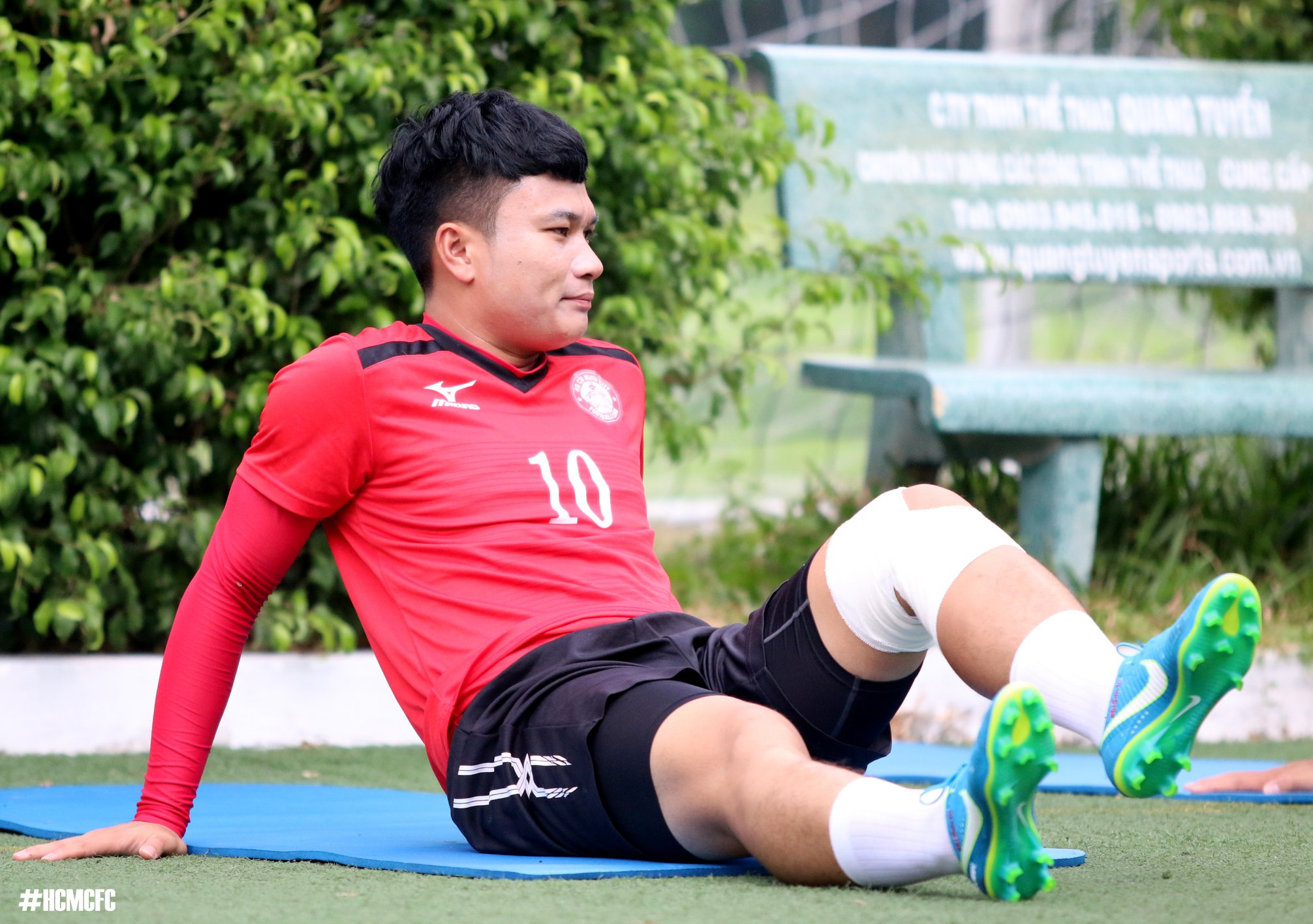 """Chấn thương miết như vậy nhìn Phi Sơn giống """"Marco Rues"""" hơn là """"Ronaldo"""""""