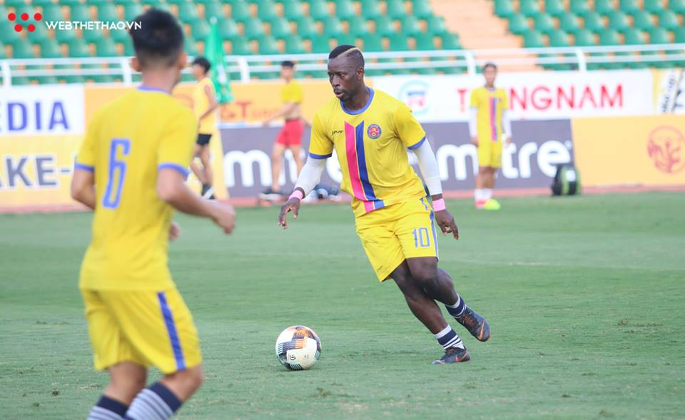 Sài Gòn FC tập chiêu đặc biệt trước trận chiến với đội của Đức Chinh