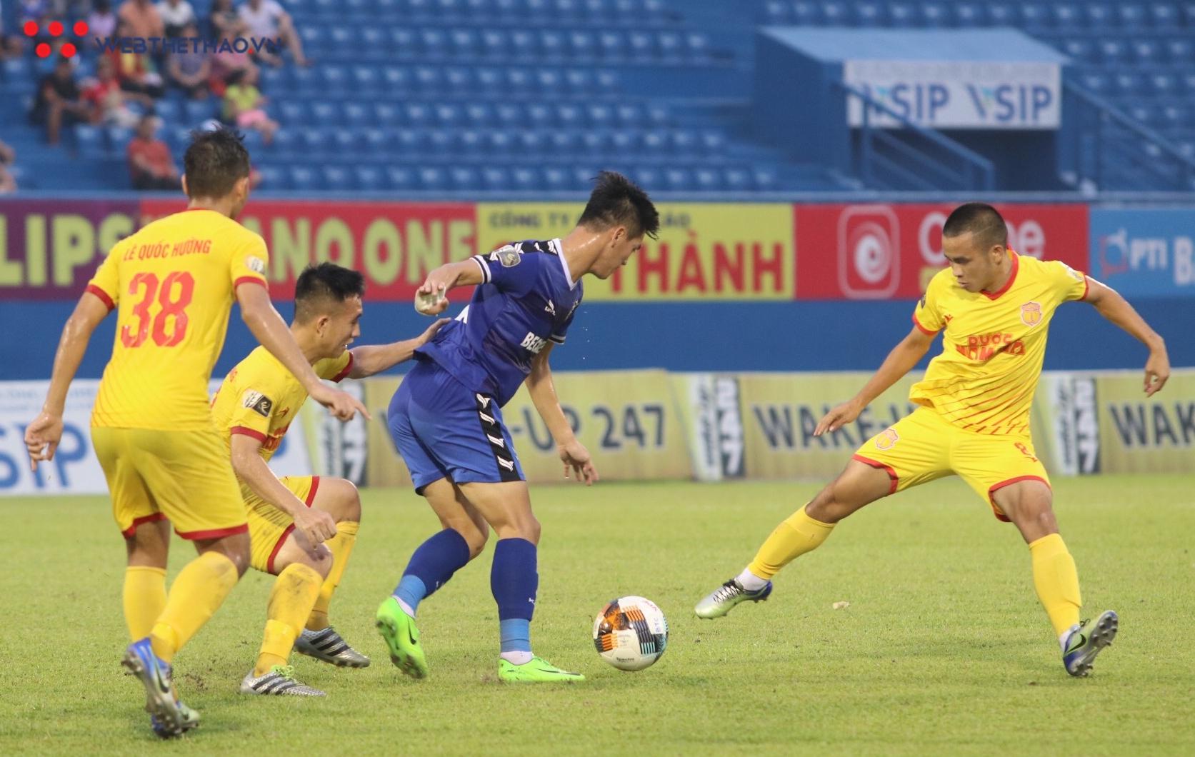 Trước giờ lên tuyển U23, Tiến Linh không thể giúp Bình Dương thắng Nam Định