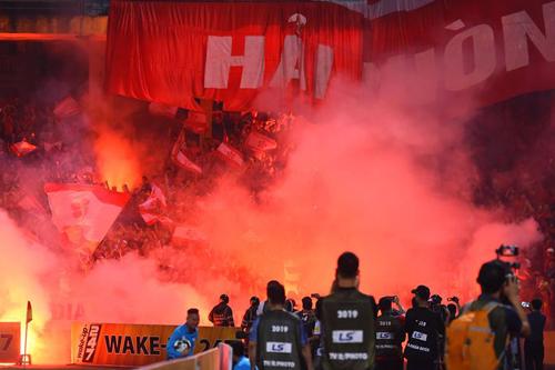 Xin Hải Phòng đừng phá bóng đá, đừng hại thầy Park!