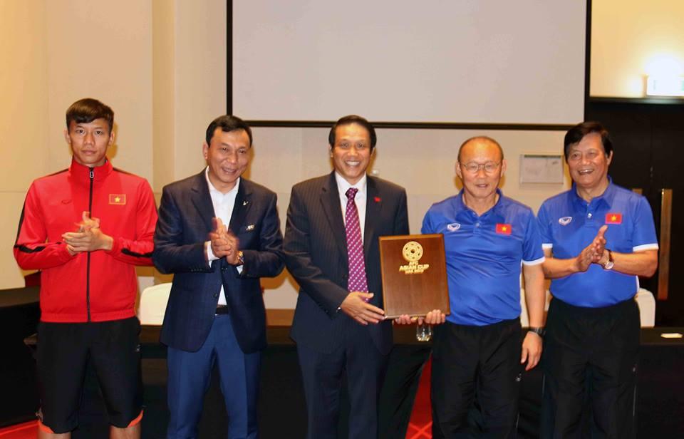 Tin bóng đá Việt Nam sáng 7/1: Đặng Văn Lâm ra mắt CLB Muangthong United