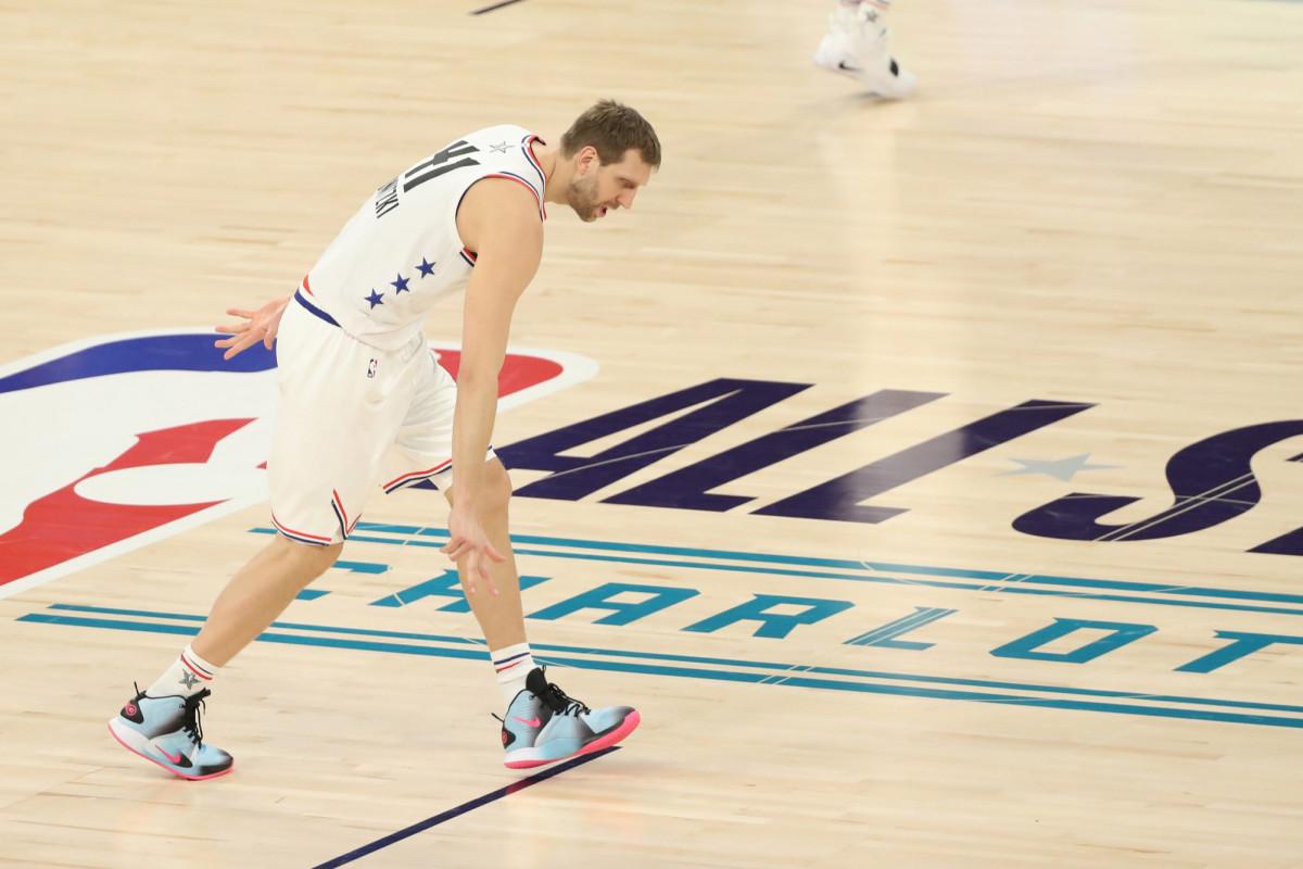 Hóa ra người truyền cảm hứng cho Joel Embiid khi mới chơi bóng rổ lại chính là Dirk Nowitzki