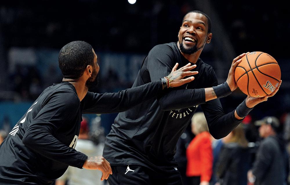 Kyrie Irving nổi đóa với truyền thông vì video nói chuyện cùng Durant: Đừng trách vì sao tôi ghét trả lời phỏng vấn