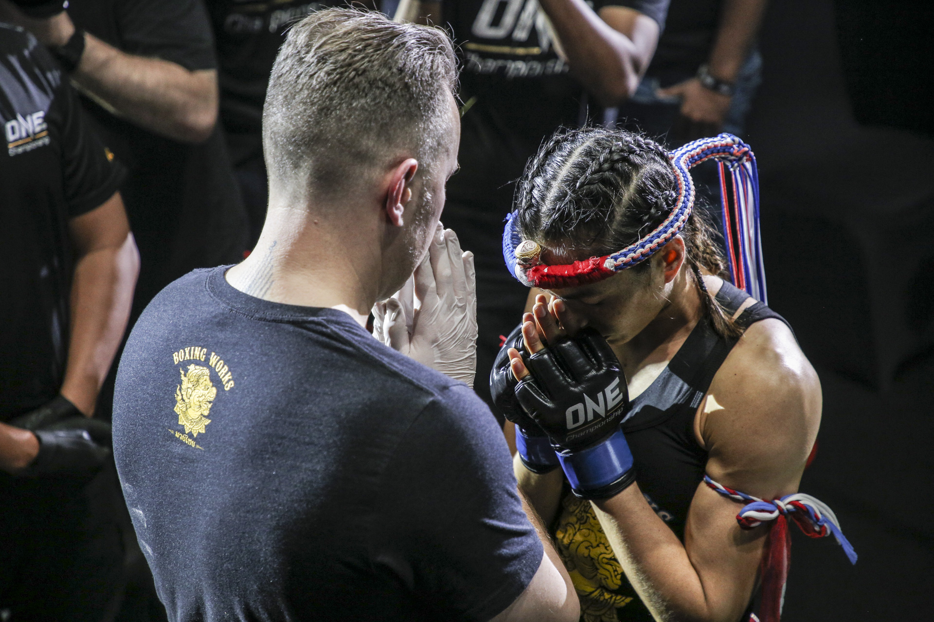 Thiên thần Muay Thái Stamp Fairtex bầm dập vì ngôi vô địch