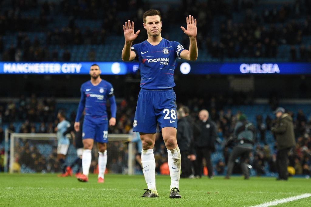 Tin bóng đá ngày 25/2: Fan Chelsea kêu gọi tước băng đội trưởng của Azpilicueta sau vụ Kepa