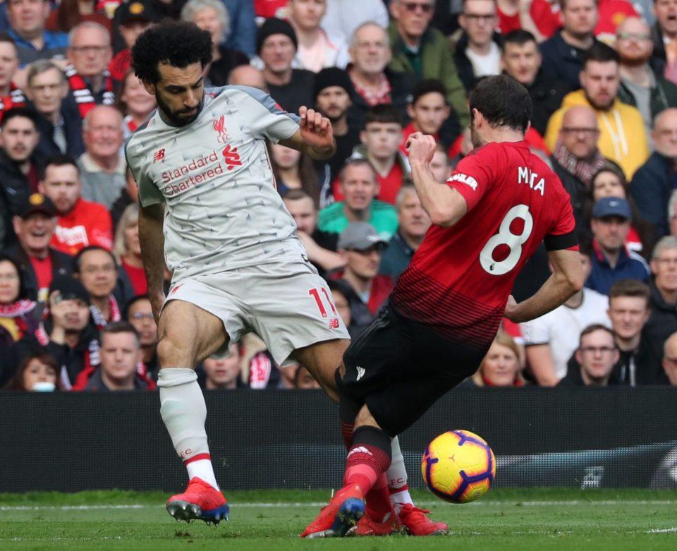 Cố đuổi theo Salah, Mata sợ chấn thương thêm nghiêm trọng