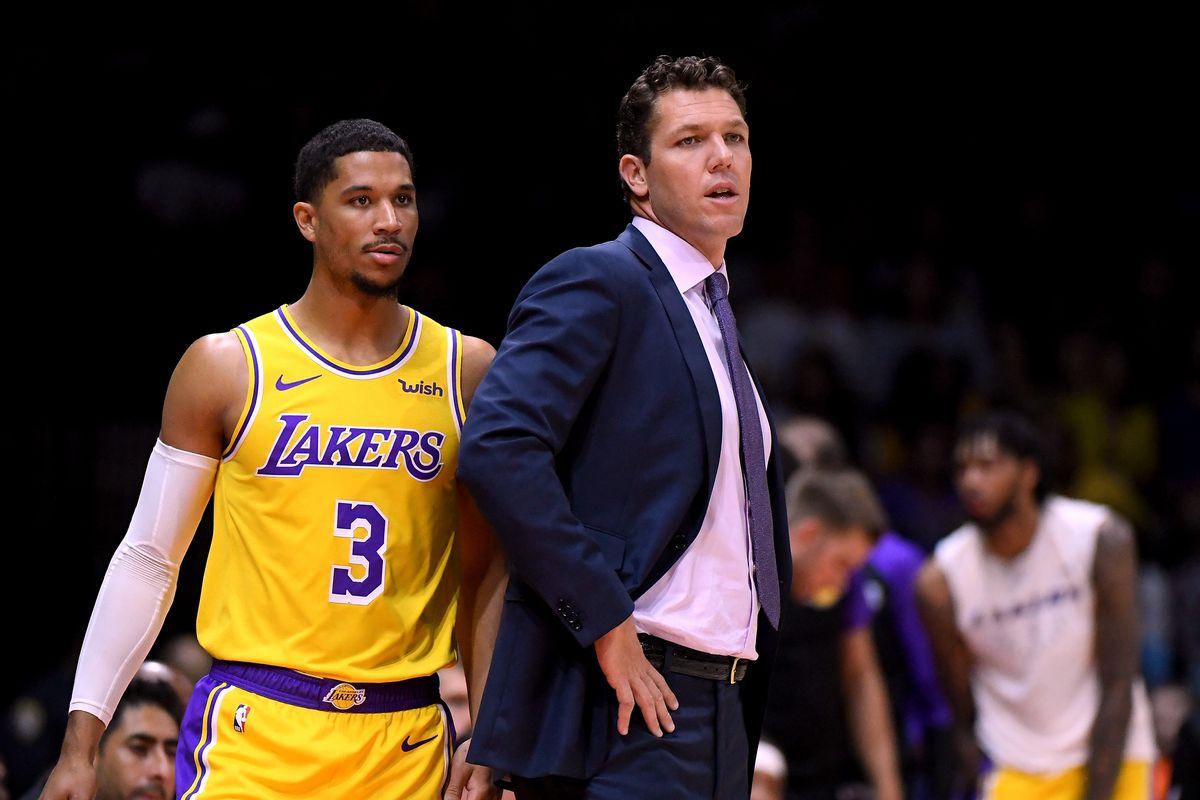 Góc drama: HLV LA Lakers bị xe của đội bỏ rơi sau trận thua thảm hại?