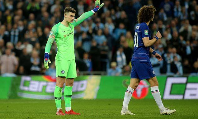 Phòng thay đồ của Chelsea bị chia rẽ vì vụ Kepa chống đối Sarri