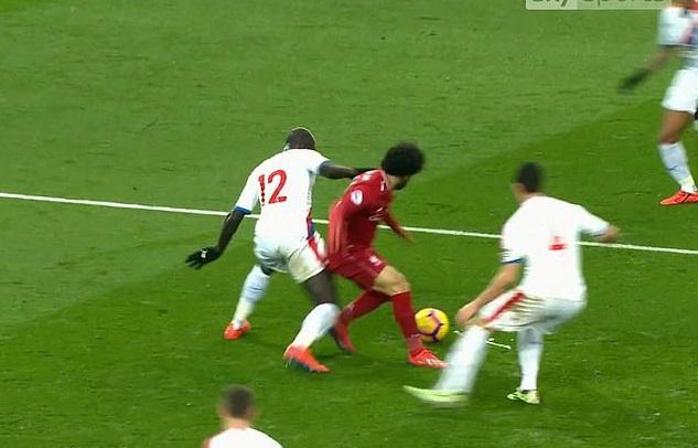 6 lần Salah bị tố ngã vờ trong các trận đấu với Liverpool đúng hay sai?
