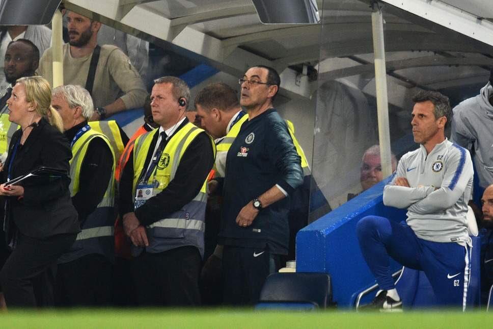 Sarri bị xúc phạm những gì để nổi đóa trong trận Chelsea vs Burnley?