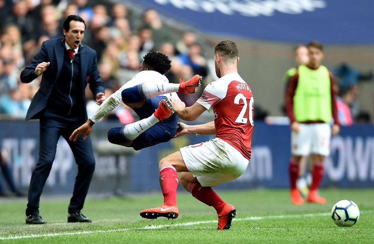 CĐV Arsenal chứng minh Mustafi đang có mùa giải tốt hơn… Van Dijk