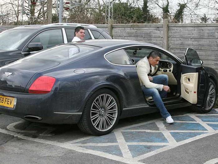 Choáng ngợp với bộ sưu tập xe khổng lồ của Cristiano Ronaldo