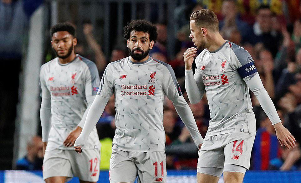Cận cảnh tình huống bỏ lỡ bàn thắng không tưởng của Mo Salah trước Barca