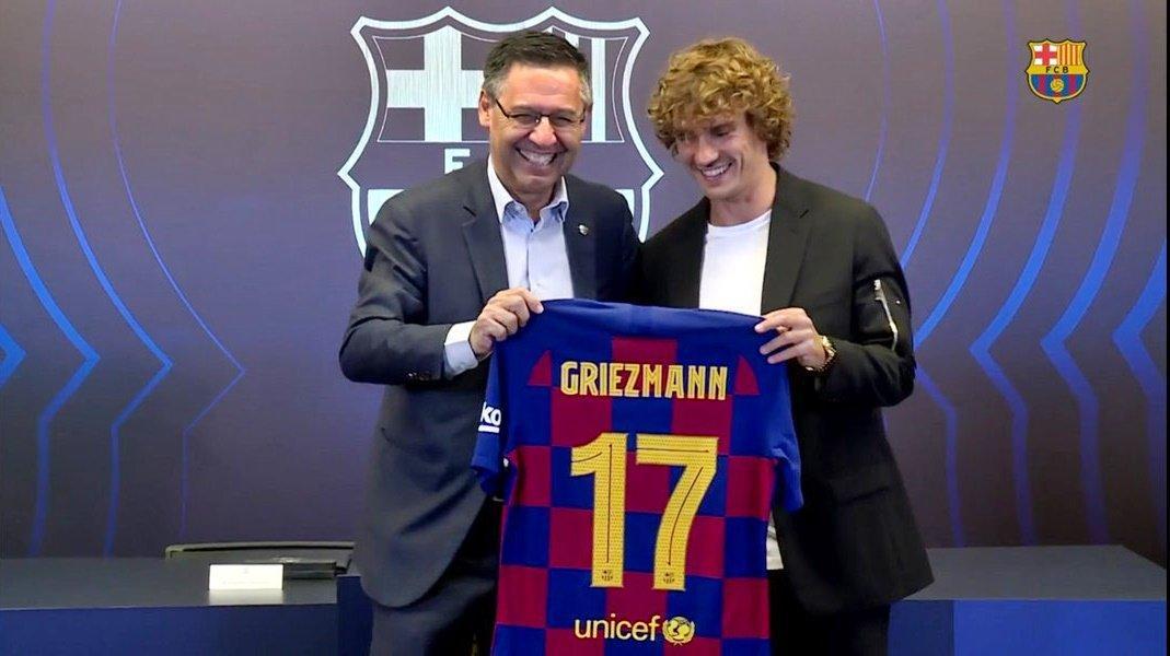 CHÙM ẢNH: Toàn cảnh lễ ra mắt và số áo của bom tấn Griezmann khi chính thức gia nhập Barca