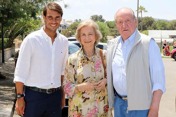Chỉ nhìn cảnh này là biết giá trị của Nadal trong mắt người Tây Ban Nha