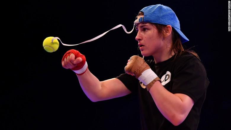 Katie Taylor - nữ vô địch quyền Anh từng giả trai để thi đấu