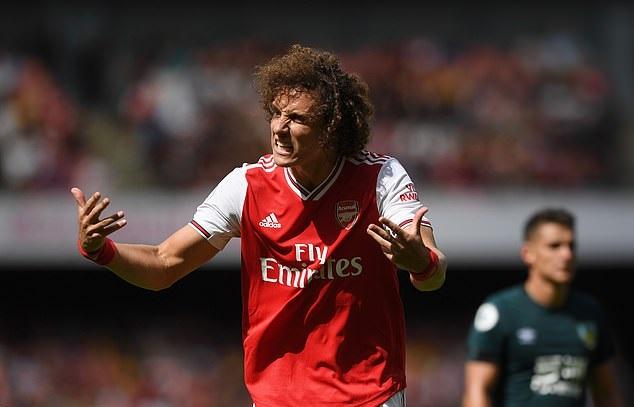 Arsenal thắng Burnley nhưng David Luiz gây thót tim sau 4 phút
