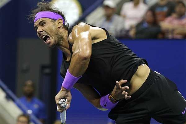 Roger Federer kiếm tiền hơn cả Nadal và Djokovic gộp lại!