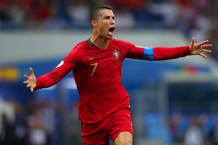 Cristiano Ronaldo trước cơ hội cán mốc 700 bàn trong sự nghiệp