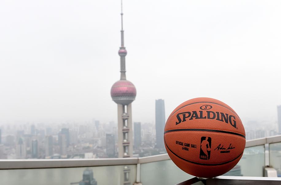 Bên trong buổi họp giữa LeBron James, Adam Silver và các cầu thủ tại NBA China Games