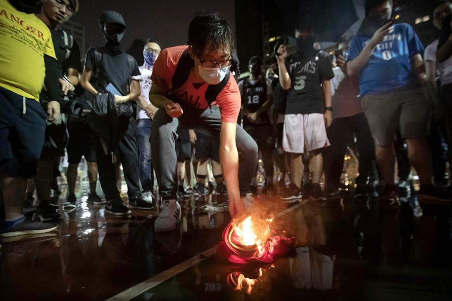 LeBron James tuyên bố sẽ không tập trung vào vấn đề Hồng Kông nữa