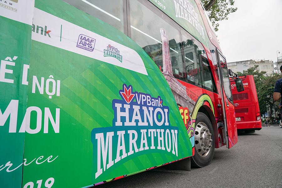 VPBank Hanoi Marathon 2019 họp báo trên xe buýt hai tầng độc đáo