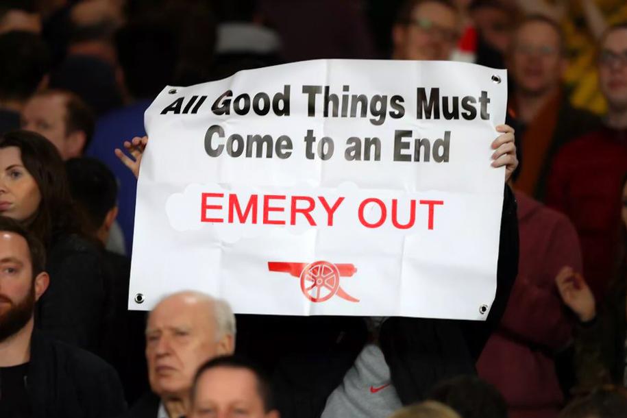 Sếp Arsenal được yêu cầu hành động ngay lập tức với Emery