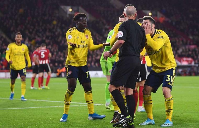 Arsenal vô đối về thẻ phạt vì ăn vạ ở Ngoại hạng Anh
